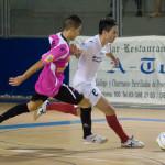 Joao pugna con el balón con un rival web