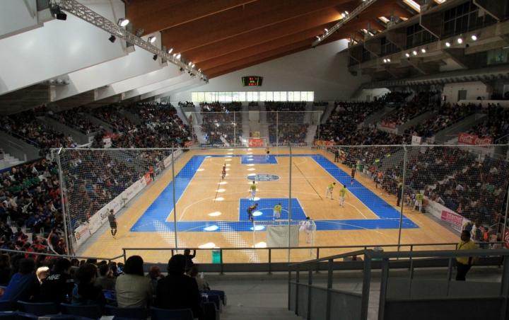 Imagen de la grada del Palau Municipal d´Esports de Son Moix con 3.500 espectadores 2 (Copiar)