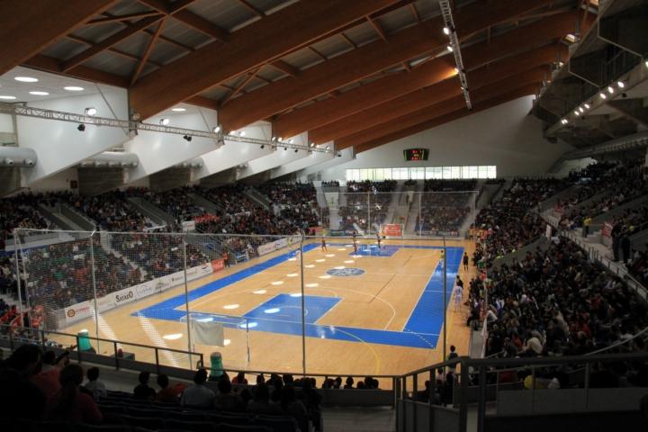 Imagen de la grada del Palau Municipal d´Esports de Son Moix con 3.500 espectadores 6 (Copiar)