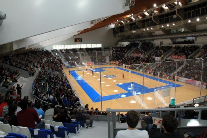 Imagen de la grada del Palau Municipal d´Esports de Son Moix con 3.500 espectadores 5 (Copiar)