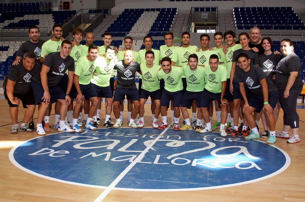 El Palma Futsal posando en su primer día de trabajo 2 (Copiar)