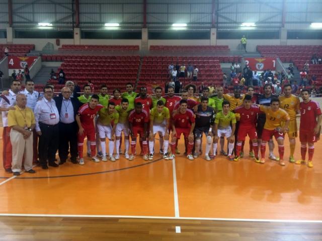 Benfica y Palma Futsal posan juntos tras el partido (Copiar)