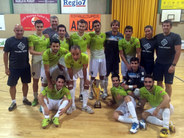 El Palma Futsal posa con el trofeo de campeón en Manresa 1 (Copiar)