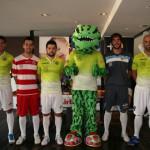 Las nuevas equipaciones del Palma Futsal y la mascota 1 (Copiar)