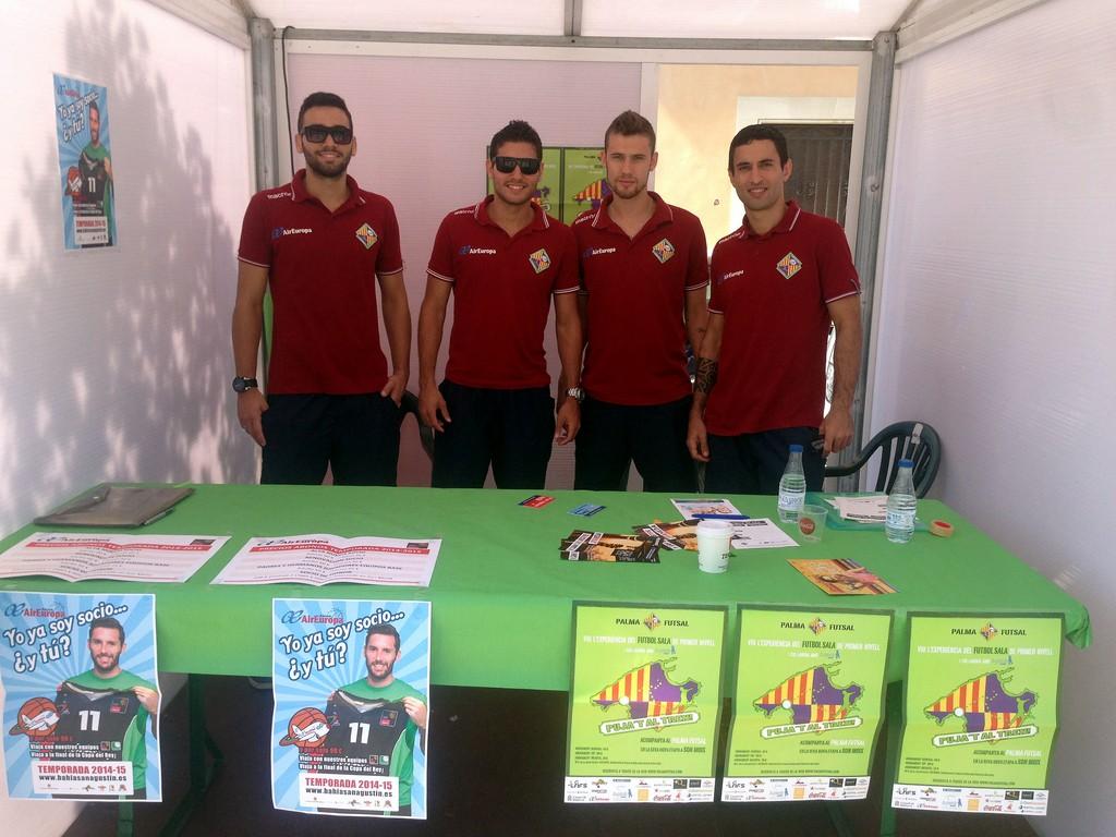 Tomaz, Taffy, Paradynski y Joao promocionan el Palma Futsal en la Fitness Palma 1 (Copiar)