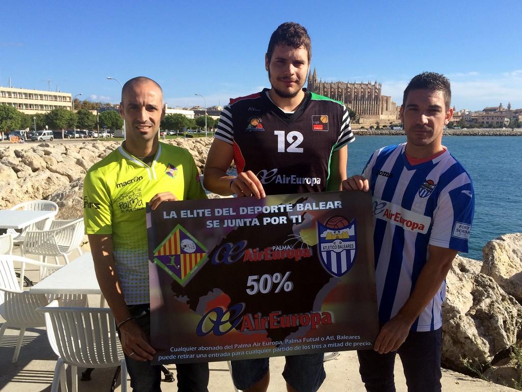 Vadillo, Toni Vicens y Chando sujetan el cartel de la iniciativa 1 (Copiar)