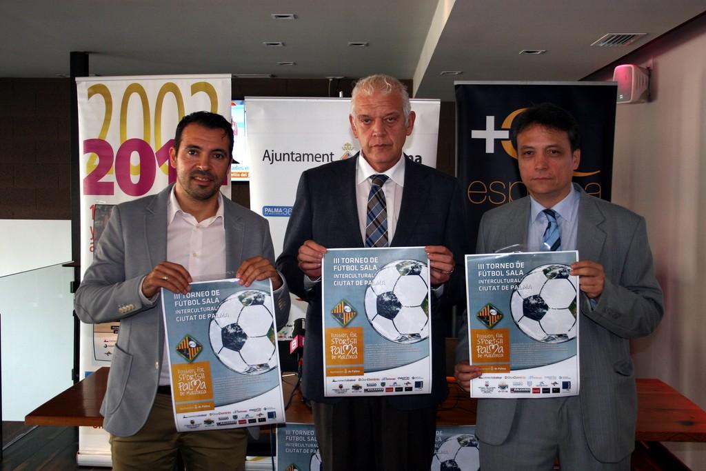 José Tirado, Damià Vich y Juan Pablo Blanco con el cartel del torneo 1 (Copiar)