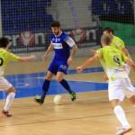 Tres jugadores del Palma Futsal presionan a Nacho Pedraza, del Prone Lugo (Copiar)