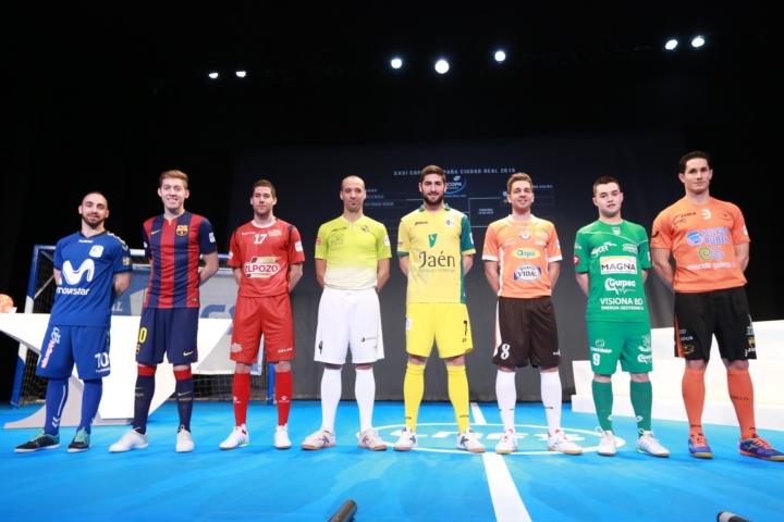 Los representantes de los ocho equipos participantes en la gala de la Copa de España 2 (Copiar)