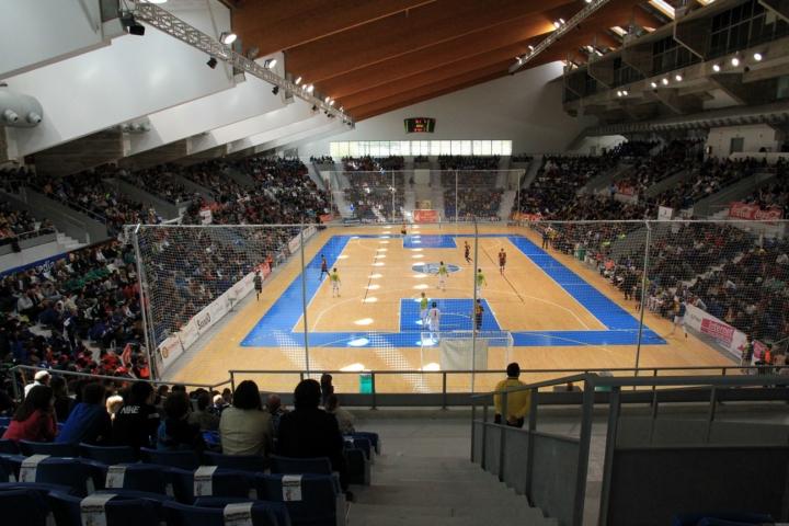 Imagen de la grada del Palau Municipal d´Esports de Son Moix con 3.500 espectadores 1 (Copiar)