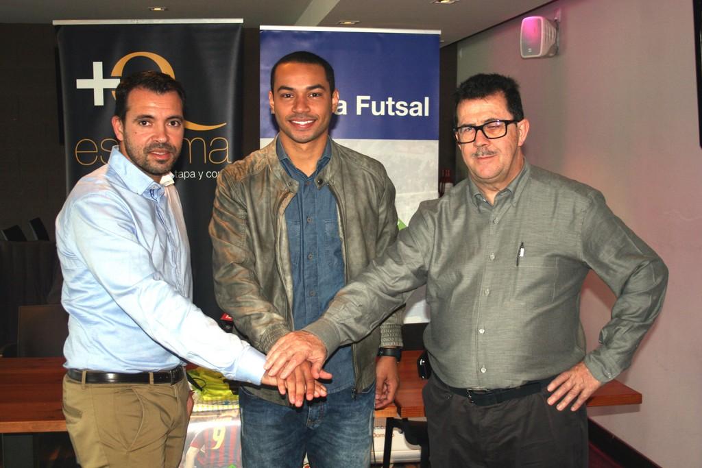 José Tirado, Attos y Miquel Jaume, en la presentación del jugador (Copiar)
