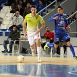 Sergio conduce buscando el espacio en la defensa rival (Copiar)