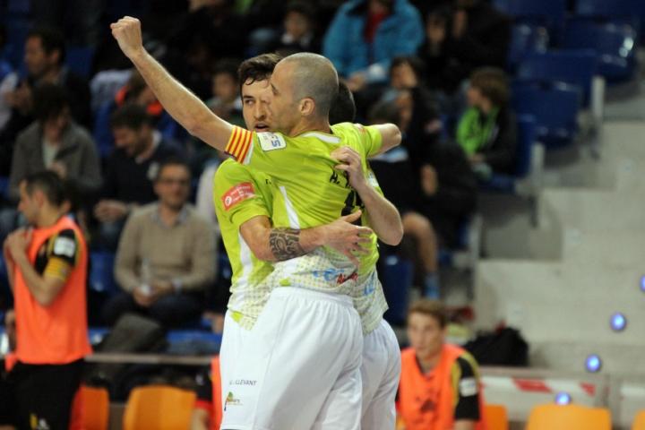 Celebración del gol de Sergio, quinto del Palma Futsal 1 (Copiar)