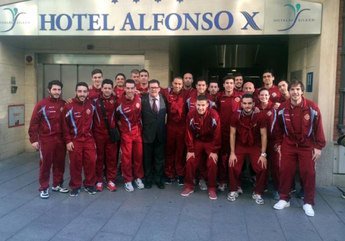 El Palma Futsal a las puertas del hotel en Ciudad Real 1 (Copiar)