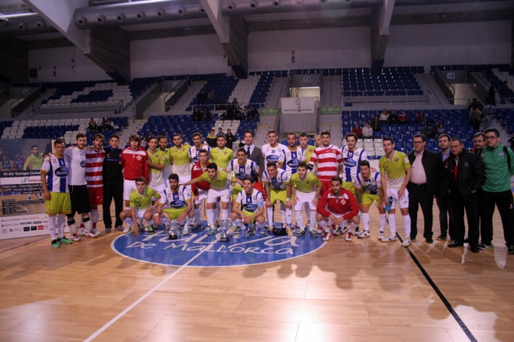 Palma Futsal y Montesinos Jumilla posan con los trofeos del Air Europa - Ciutat de Palma (Copiar)