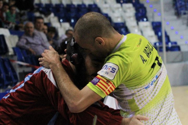 Vadillo celebra el gol con Manu (Copiar)