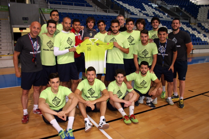 El Palma Futsal posa en Son Moix con la camiseta oficial 1 (Copiar)