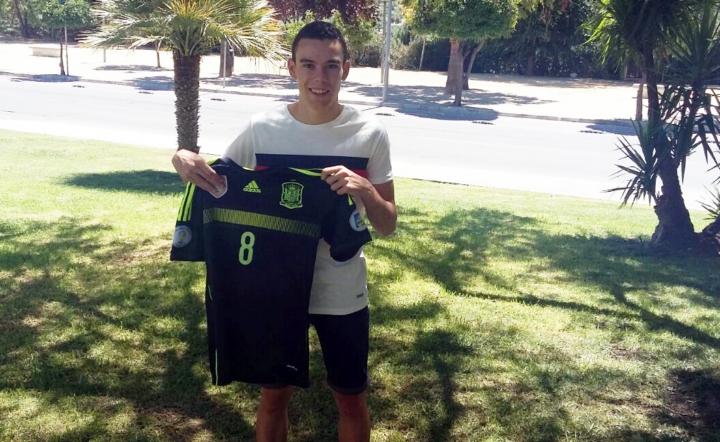 Colacha, internacional Sub 18, con la camiseta de España - horizontal - (Copiar)
