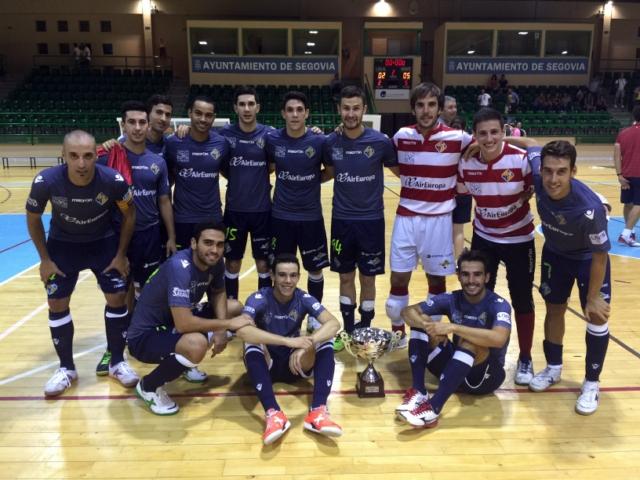 El Palma Futsal posa con el trofeo Ciudad de Segovia (Copiar)