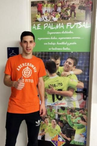 Lucas Tripodi, en la puerta del vestuario del Palma Futsal en Son Moix (Copiar)