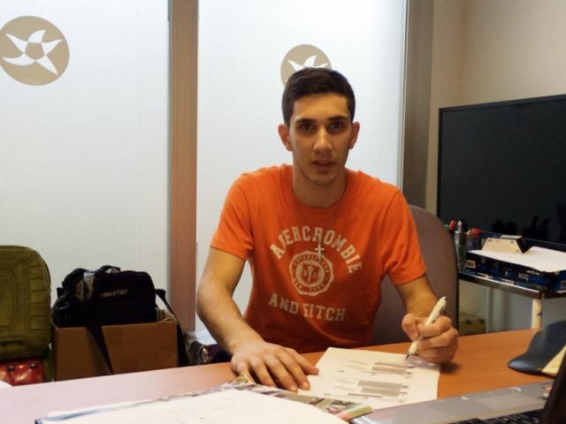 Lucas Tripodi, sella el acuerdo en la oficina del Palma Futsal en Son Moix (Copiar)