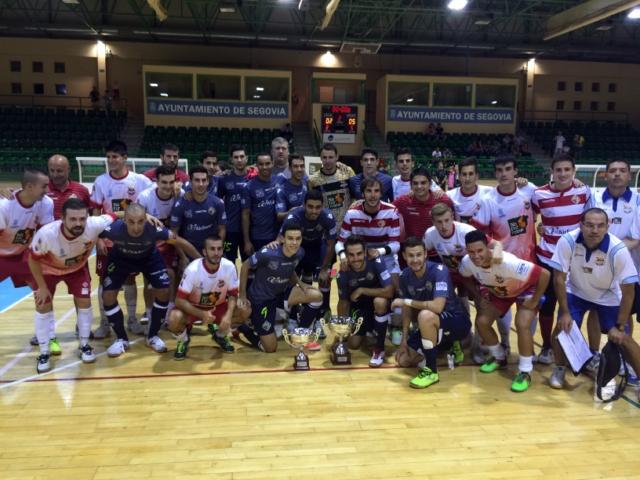 Palma Futsal y Segovia posan juntos con los respectivos trofeos (Copiar)