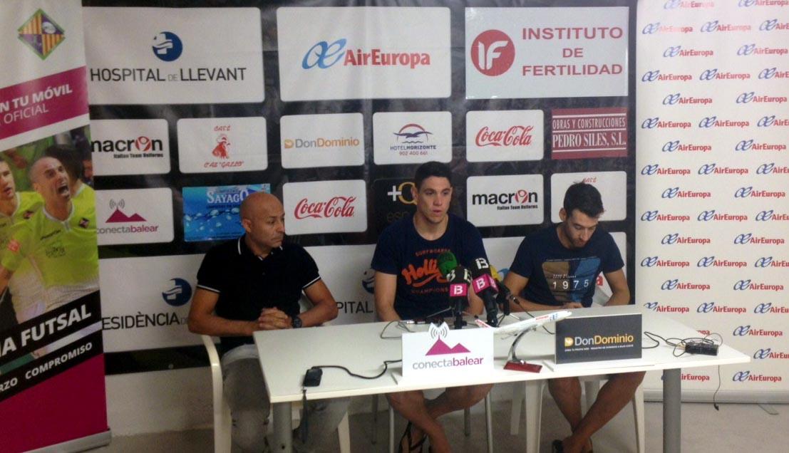 Juanito, Pizarro y Sergio en la rueda de prensa 1