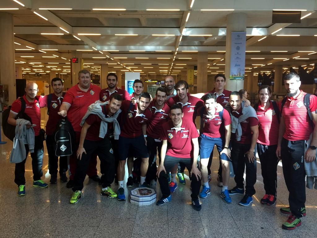 El Palma Futsal en el Aeropuerto de Palma antes de viajar a Santiago 1 (Copiar)
