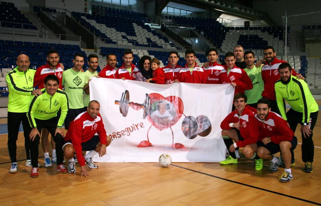 El Palma Futsal posa con Izan en Son Moix 1 (Copiar)