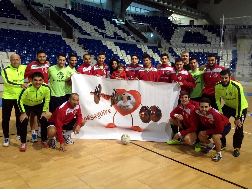 El Palma Futsal posa con Izan en Son Moix 2 (Copiar)