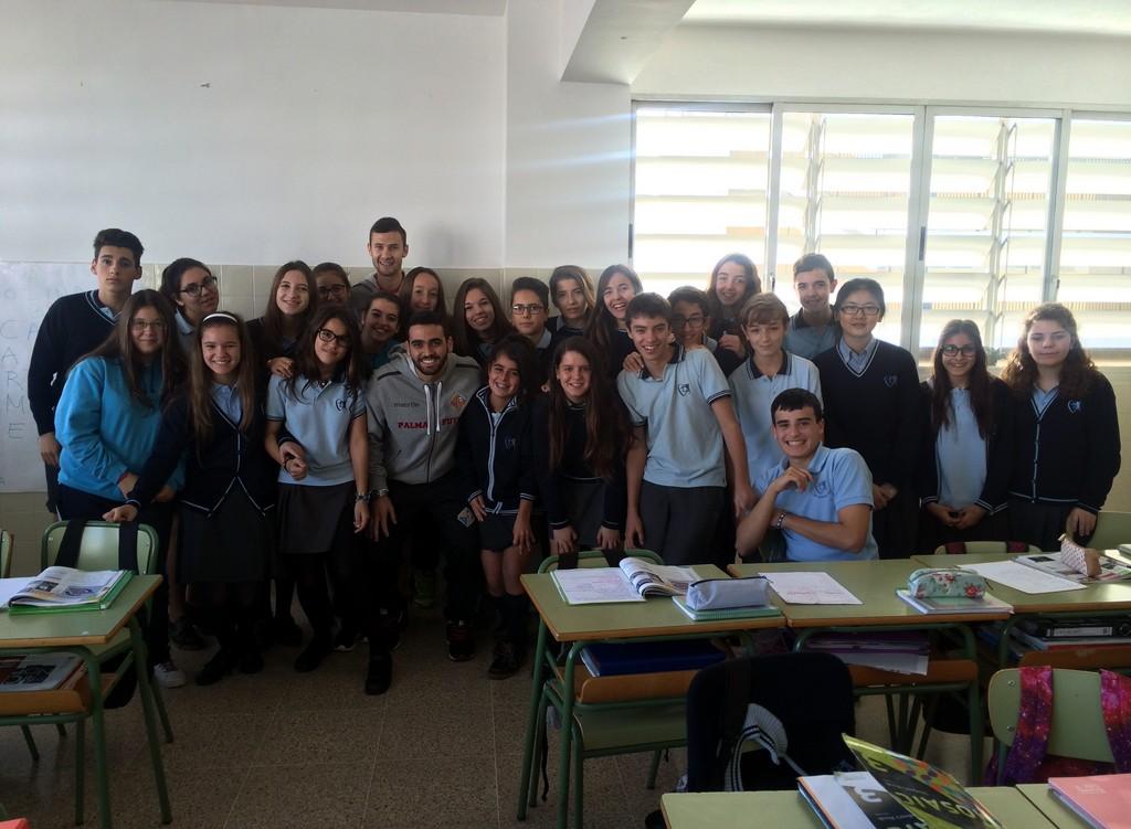Tomaz y Paradynski con los niños del colegio Santa Magdalena Sofía de Palma 2 (Copiar)