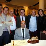 Vadillo arropado por los dirigentes del Palma Futsal (Copiar)