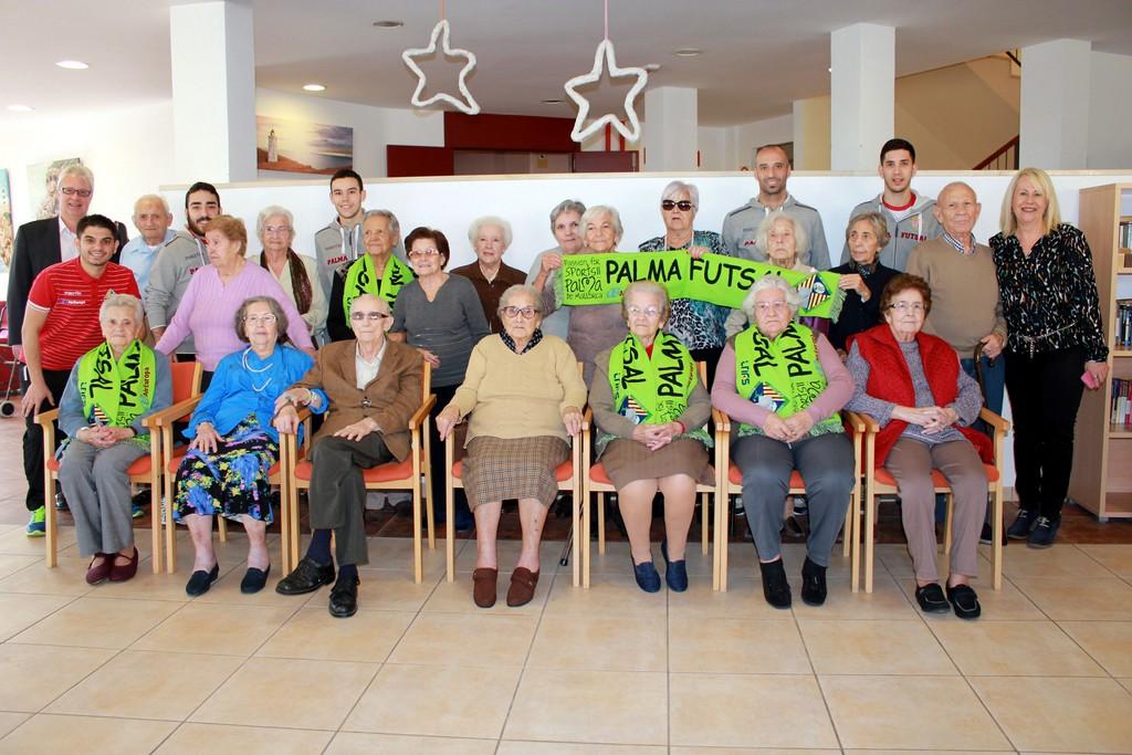 El Palma Futsal visita la Residencia de Llevant 1 (Copiar)