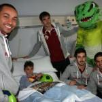 Los jugadores del Palma Futsal visitan a Alejandro 1 (Copiar)