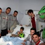 Los jugadores del Palma Futsal visitan a Alejandro 2 (Copiar)