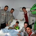 Los jugadores del Palma Futsal visitan a Alejandro (Copiar)