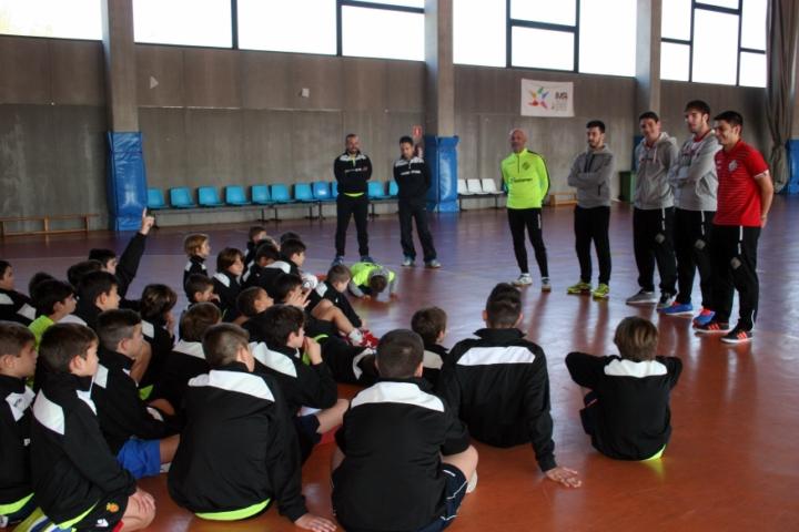 Los niños del campus preguntan a Juanito, Barrón, Pizarro y Joselito 1 (Copiar)