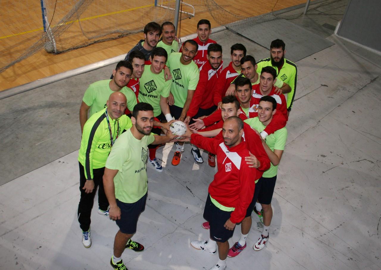 El Palma Futsal posa con el balón en Son Moix 2 (Copy)