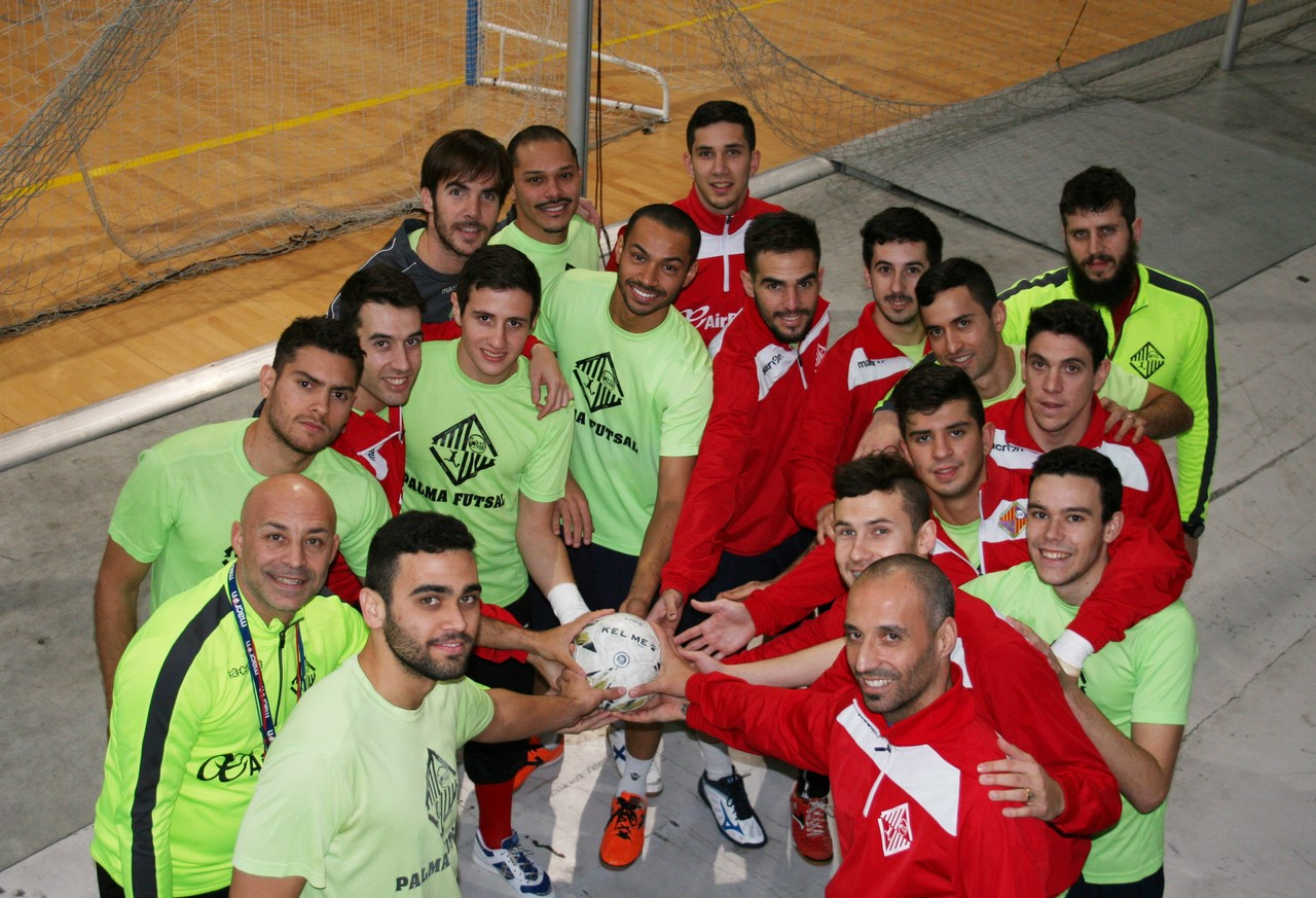 El Palma Futsal posa con el balón en Son Moix 1 (Copy)