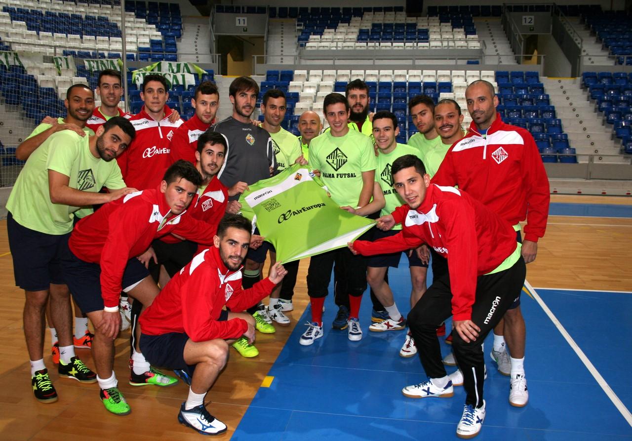 El Palma Futsal posa con la camiseta en Son Moix 1 (Copy)