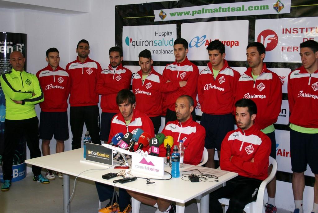 Barrón, Vadillo, Joselito y el resto de la plantilla 2 (Copy)