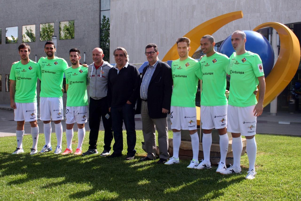 Mario Hidalgo, Miquel Jaume y jugadores, en Globalia 3 (Copy)