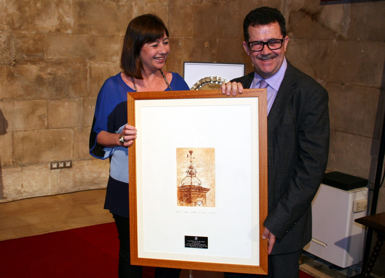 Armengol entrega una litografía a Miquel Jaume (Copy)