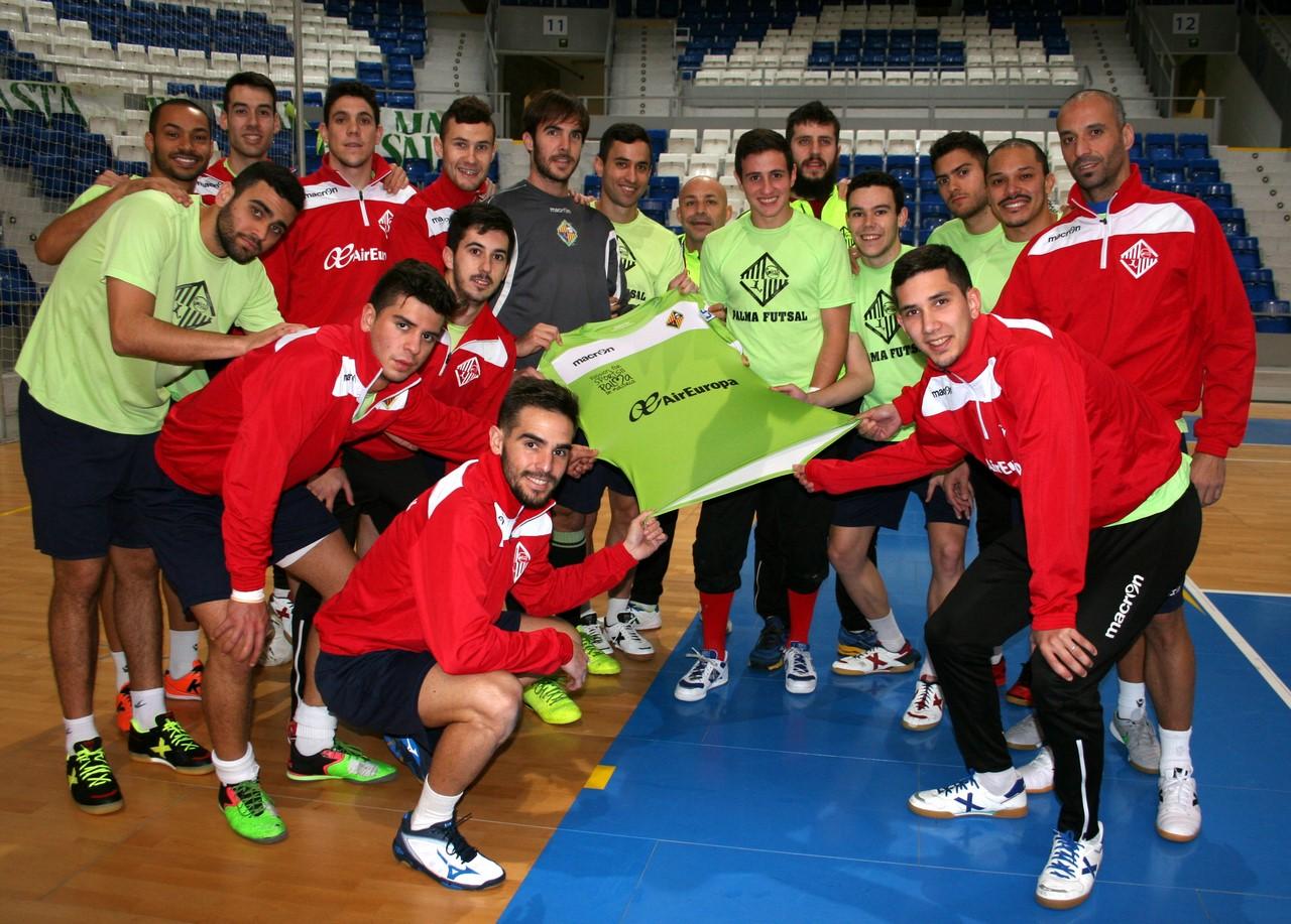 El Palma Futsal posa con la camiseta en Son Moix 2 (Copy)