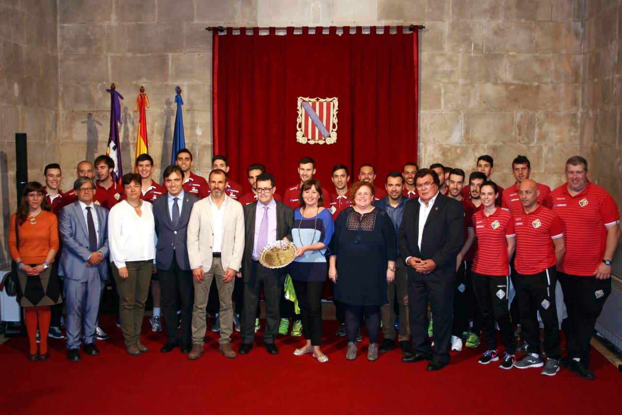 Foto de familia de la recepción del Govern Balear al Palma Futsal 2 (Copy)