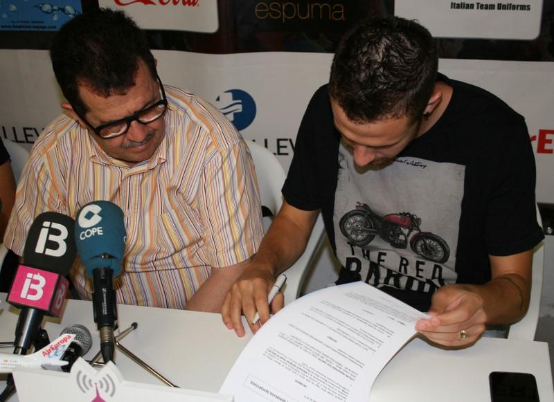 Paradynski firma su nuevo contrato (Copiar)