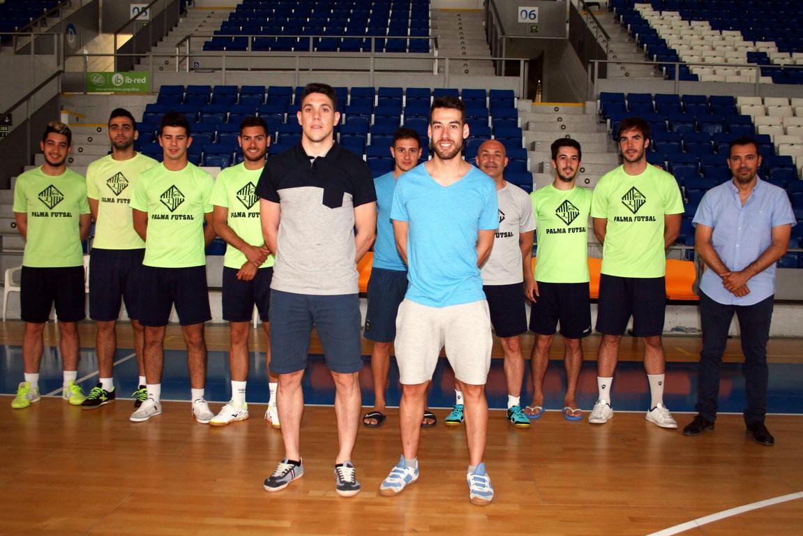 Pizarro y Sergio arropados por algunos de sus compañeros 1 (Copy)