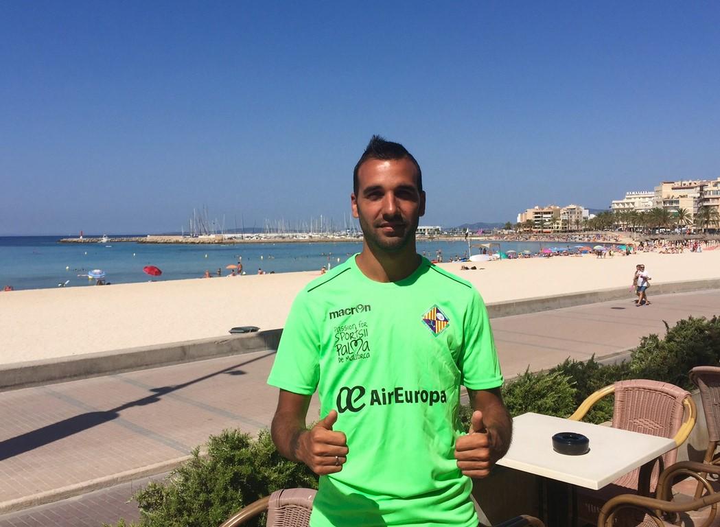 Carlitos posa con la camiseta del Palma Futsal 1 (Copiar)
