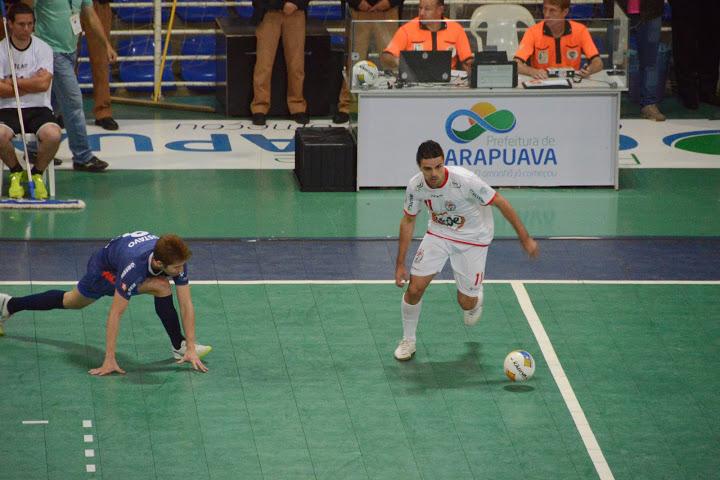 Diego Fávero en un partido con el Guarapuava