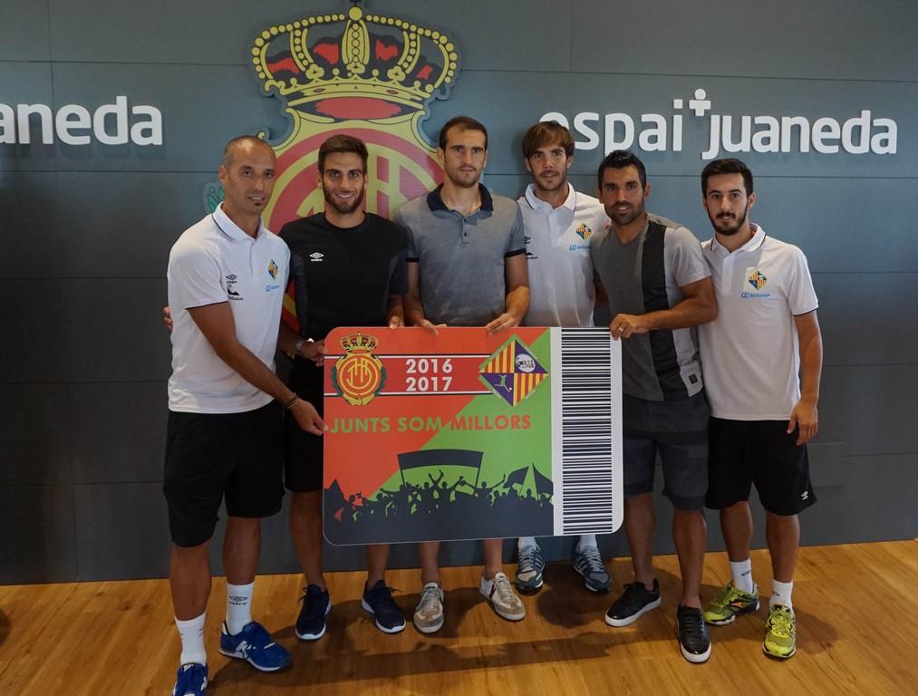 Vadillo, Company, Cabrero, Barrón, Culio y Joselito, capitanes de ambos equipos (Copy)